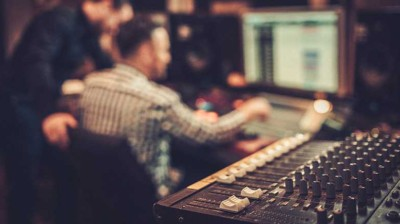 5 Chapters of Becoming an Electronic Music Producer: A Journey to the Spotlight